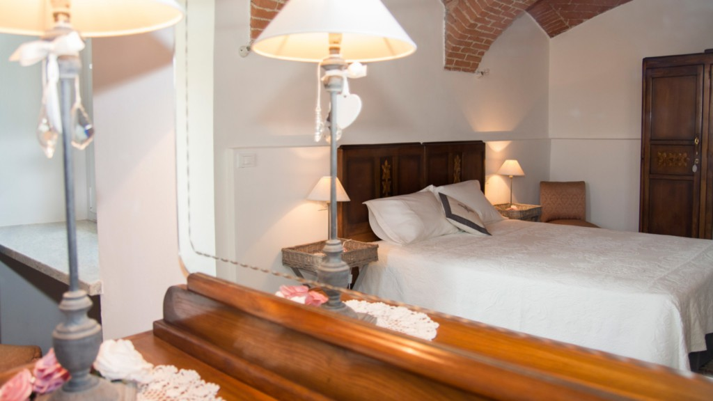 guest-house-acini-e-rose-montalenghe-ancient-roses-2