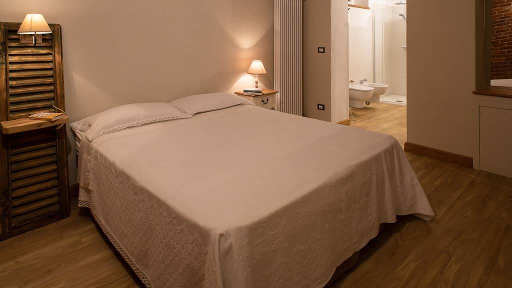 guest-house-acini-e-rose-montaleghe-foto-nuove-2020-acini-sparsi-camera-3