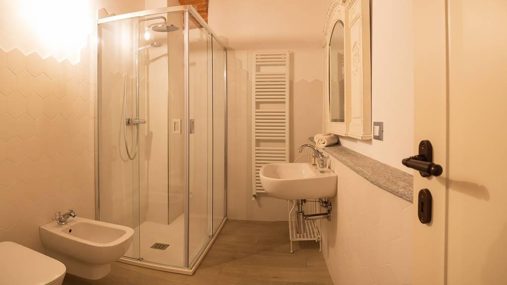 guest-house-acini-e-rose-montaleghe-foto-nuove-2020-rose-antiche-bagno