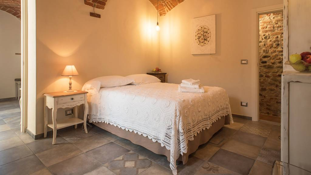 guest-house-acini-e-rose-montalenghe-acini-dorati-nord-camera-centrale