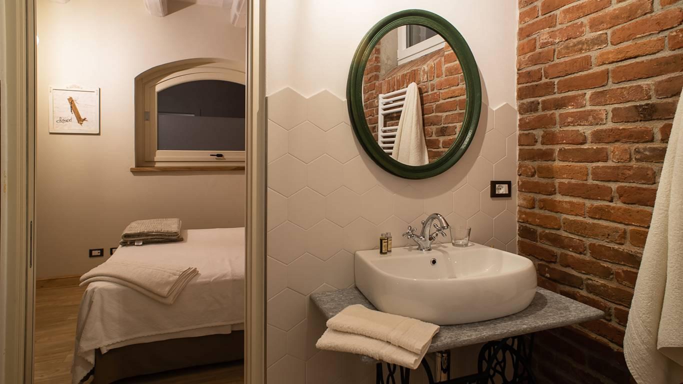 guest-house-acini-e-rose-montaleghe-foto-nuove-2020-acini-sparsi-bagno