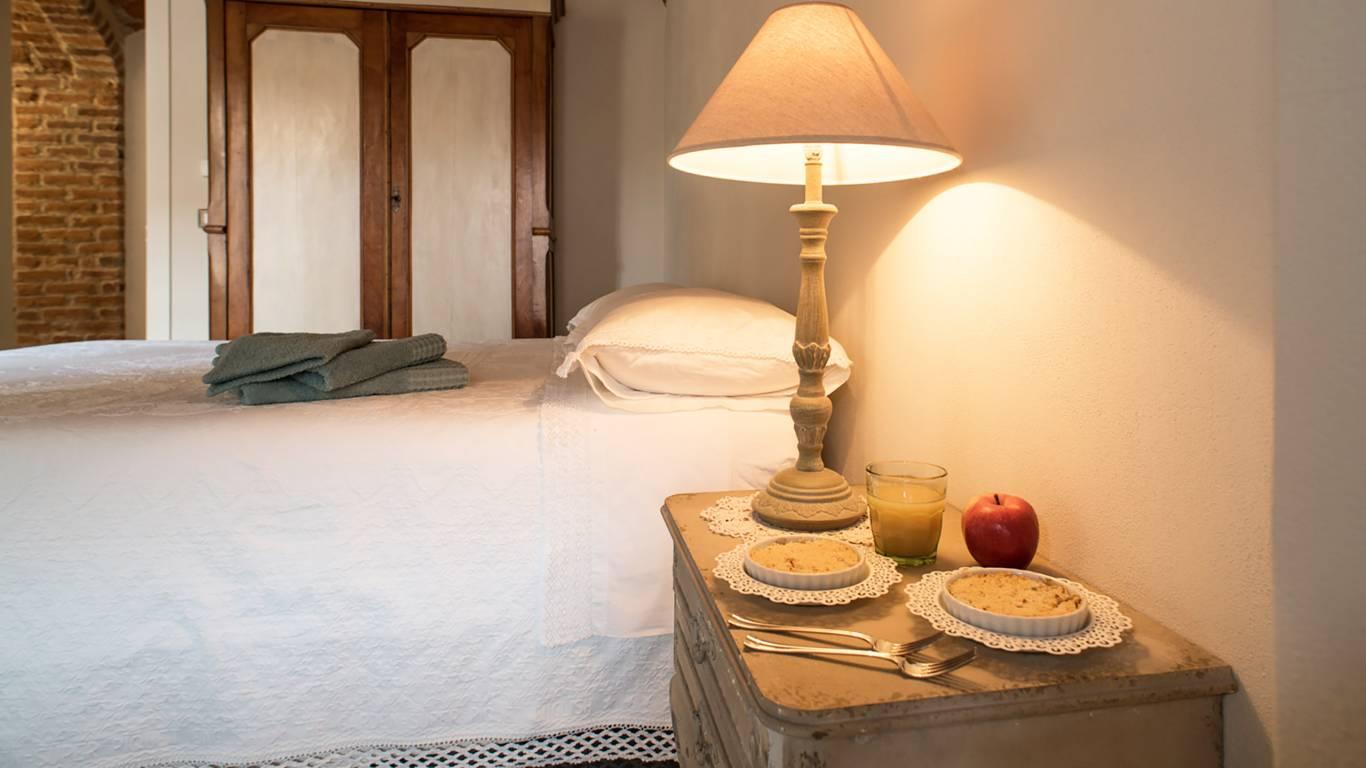guest-house-acini-e-rose-montalenghe-acini-dorati-nord-camera-est-armadio