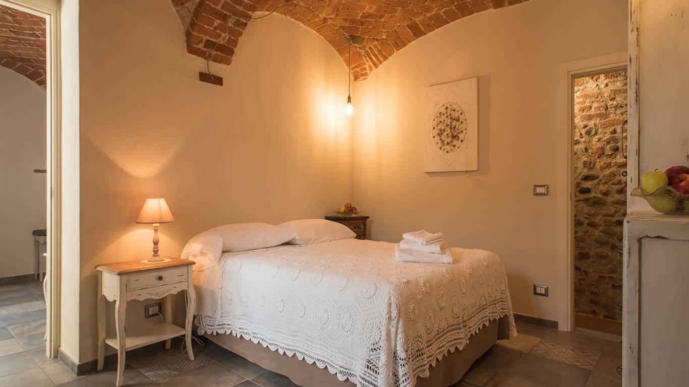 guest-house-acini-e-rose-montalenghe-acini-dorati-soffitto-nord-camera-centrale