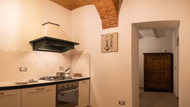 guest-house-acini-e-rose-montaleghe-foto-nuove-2020-rose-antiche-cucina